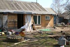 Trädgård murken rysk by fotografering för bildbyråer