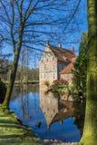 Trädgård och historiskt hus Welbergen i Ochtrup fotografering för bildbyråer