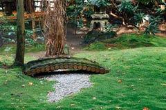 Trädgård på den Arashiyama Nonomiya relikskrin i Kyoto, Japan royaltyfri bild