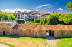Trädgårdar av den Palazzo Pfanner slotten i historisk mitt av den medeltida staden Lucca royaltyfri bild