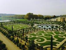 Trädgårdar av versailles på Paris royaltyfri fotografi