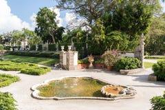 Trädgårdar av villan Vizcaya i Miami, Florida Royaltyfri Bild