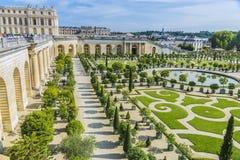Trädgårdar för Chateaude Versailles i Paris, Frankrike Arkivfoto