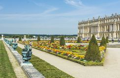 Trädgårdar för Chateaude Versailles i Paris, Frankrike Royaltyfri Bild