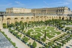 Trädgårdar för Chateaude Versailles i Paris, Frankrike Royaltyfri Foto