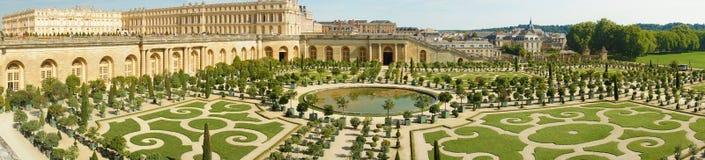 Trädgårdar för Chateaude Versailles i Paris, Frankrike Fotografering för Bildbyråer