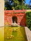 Trädgårdar i Alcazar av Seville, Spanien Royaltyfri Fotografi