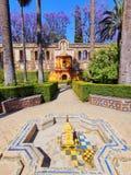 Trädgårdar i Alcazar av Seville, Spanien Arkivfoto
