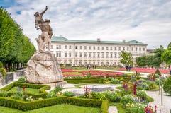 Trädgårdar i den Mirabell slotten Royaltyfri Bild