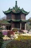 Trädgårdar i den spensliga västra sjön för Yangzhou ` s parkerar Royaltyfri Bild