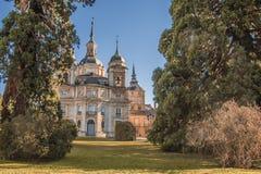 Trädgårdar och huvudsaklig sikt av slotten av La Granja av San Ildefons Royaltyfria Bilder