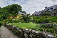 Trädgårdar på Ffald-y-Brenin i sommar royaltyfria foton