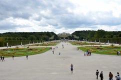 Trädgårdarna av den imperialistiska slotten i Wien Arkivbilder