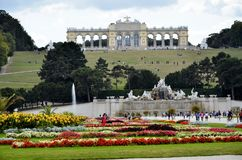 Trädgårdarna av den imperialistiska slotten i Wien Royaltyfri Foto