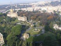 Trädgårdarna av Vaticanen Arkivfoto