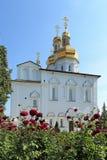 Trädgården blommar i kloster för helig Treenighet av Tyumen Royaltyfria Bilder
