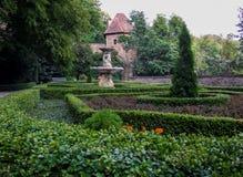 Trädgården för KsiÄ… Å ¼slott som lokaliseras i WaÅ 'brzych i Polen arkivfoto