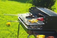 trädgården grillade meat Arkivfoton