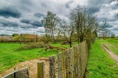 Trädgården med den gamla jordbruks- maskinen Royaltyfria Foton