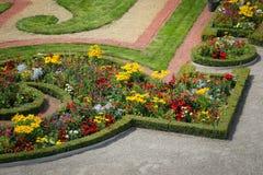 Trädgården parkerar av den Schonbrunn slotten, Wien Arkivfoto