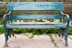 Trädgårds- bänk royaltyfri fotografi