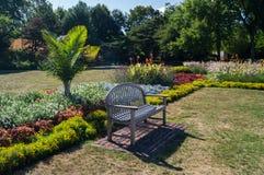 Trädgårds- bänk Arkivbilder
