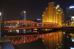 Trädgårds- bro av Shanghai på natten Arkivfoto