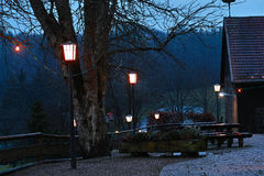 Trädgårds- bygd för öl på natten Fotografering för Bildbyråer
