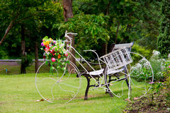 Trädgårds- dekor för cykel Royaltyfri Foto