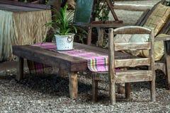 Trädgårds- dinning tabell Royaltyfri Foto
