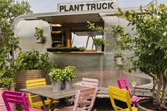 Trädgårds- festivalväxtlastbil arkivfoton