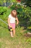trädgårds- flicka little Arkivfoto