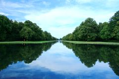 trädgårds- flod royaltyfri fotografi