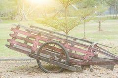 trädgårds- gammalt trä för vagn royaltyfri fotografi