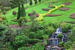 Trädgårds- garneringar i parkera Royaltyfri Bild