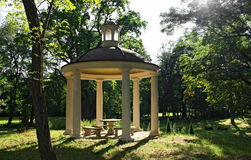 trädgårds- gazebo Royaltyfri Fotografi