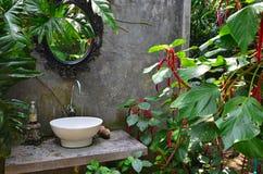 Trädgårds- handfat arkivfoton