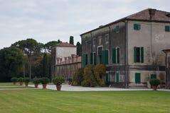 trädgårds- historisk villa Royaltyfri Bild