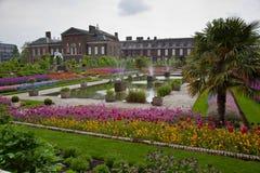 trädgårds- kensingtonlondon slott Arkivfoto