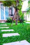 Trädgårds- klivastenar Arkivbild