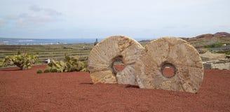 Trädgårds- kvarnstenar 1 för kaktus Arkivfoton