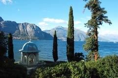 trädgårds- lake royaltyfria bilder