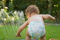 trädgårds- leka sprinkler Arkivbilder