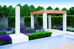 Trädgårds- liggande royaltyfria foton