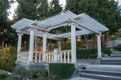 Trädgårds- möblemang för antikvitet på terrassen Arkivbilder