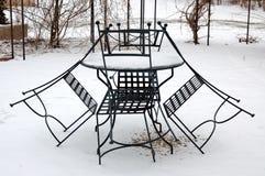 Trädgårds- möblemang i vinter Arkivfoton