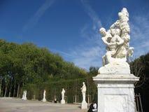 trädgårds- mythological staty versailles arkivbilder