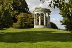 trädgårds- neoclassical rotunda Arkivfoto