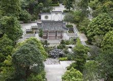 Trädgårds- parkerar landskap Asien för klassisk kines med södra Kinastil, orientaliskt landskap med borggården och paviljongen Arkivfoto