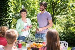 Trädgårds- parti på sommartid arkivbilder